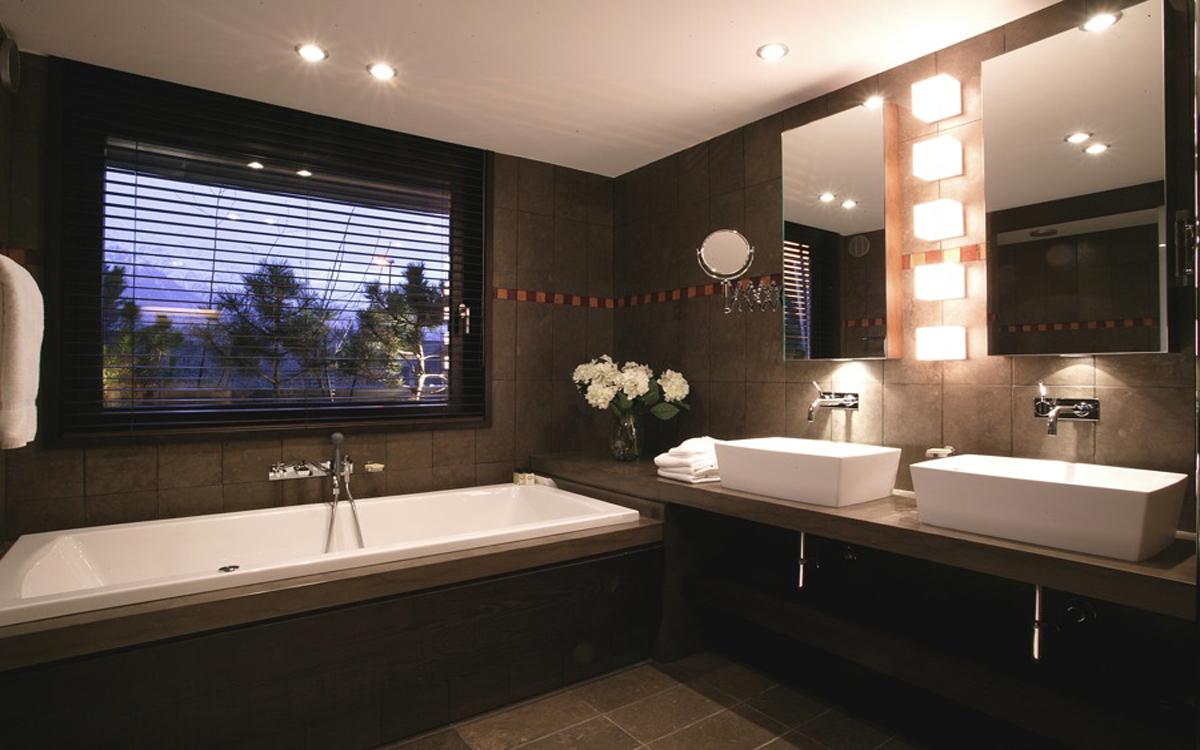 Hotel avec baignoire balneo 28 images baignoire baln for Chambre d hotel sans fenetre