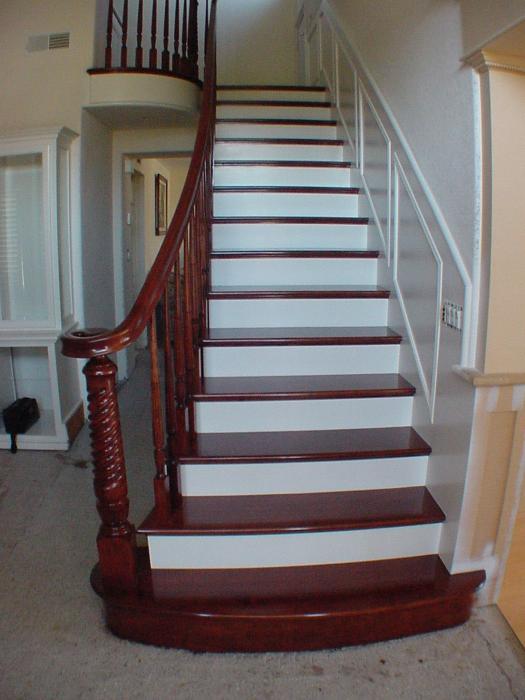 Лестница в сочетании с дверями